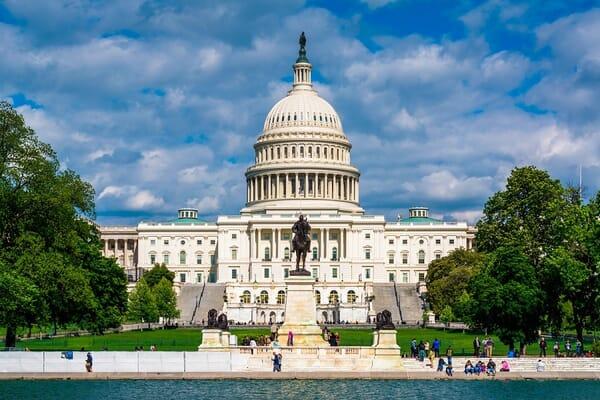 washington-DC-capital-building-900x600